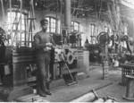 Svärd bredvid sin hyvel, 1917.