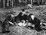 Med dragspel på utflykten, ca 1920.